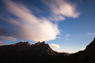 Dragons Teeth and Anatoki Peak from just above the hut (17 sec exposure).